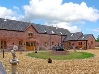 THE HINKS BARN, family friendly, luxury holiday cottage, with a garden in Lilleshall, Ref 9742 - Shropshire vacation rentals