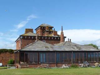 ROA ISLAND HOUSE, family friendly, character holiday cottage, with hot tub in Roa Island, Ref 8088 - Scales vacation rentals
