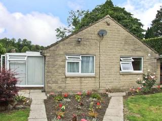 MATLOCK GREEN, pet friendly, country holiday cottage, with a garden in Matlock, Ref 5689 - Derbyshire vacation rentals