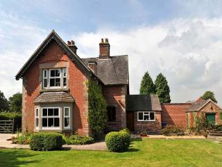HIGHFIELD COTTAGE, family friendly, country holiday cottage, with a garden in Leek , Ref 8560 - Leek vacation rentals