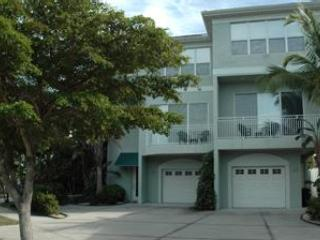 2+ Bedroom Near Beach,sleeps 6, luxury condo - Image 1 - Siesta Key - rentals