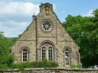 1 THE OLD METHODIST CHAPEL, family friendly, luxury holiday cottage, with a garden in Rosedale Abbey, Ref 8233 - Rosedale Abbey vacation rentals