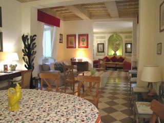Marcantonio, elegant apartment in Rome city centre - Rome vacation rentals