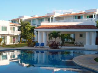 Beautiful 2 Bed Condo Playa del Carmen - Playacar - Playa del Carmen vacation rentals