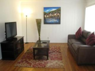 Walk to Rodeo Dr., up to 6 people, 90210 - Beverly Hills vacation rentals