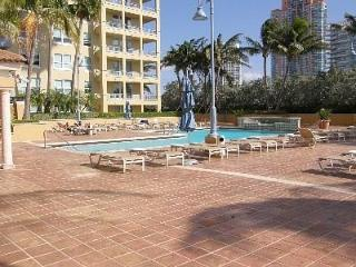 South Beach, Walk to the beach, up to 8 people - Beverly Hills vacation rentals