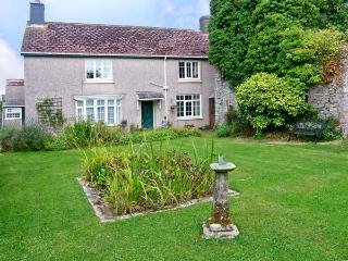 THE OLD MANOR HOUSE, pet friendly, character holiday cottage, with a garden in Pembroke, Ref 9948 - Solva vacation rentals