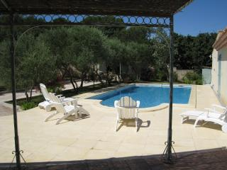 CHARMING COTTAGE IN PROVENCE WITH SWIMMING POOL - Gard vacation rentals