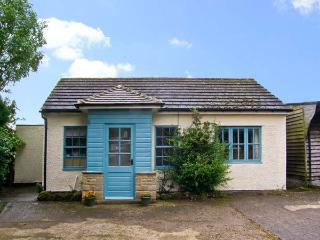 CURLEW COTTAGE, pet friendly, country holiday cottage, with a garden in Haydon Bridge, Ref 10045 - Haydon Bridge vacation rentals