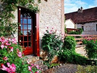 B & B in the land of Lascaux & Lautrec (Lot). - Touffailles vacation rentals