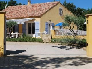 Beautiful 4 Bedrooom House with Pool, Sleeps 8, in the Verdon - Alpes de Haute-Provence vacation rentals