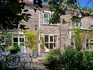 THE HERMITAGE, family friendly, character holiday cottage, with open fire in Nunney, Ref 9248 - Hindon vacation rentals