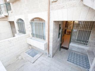 5 bedroom TOWNHOME Jerusalem VACATION Apartment! - Jerusalem vacation rentals