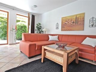 Vacation Apartment in Garmisch-Partenkirchen - 753 sqft, brand new, modern, with many amenities (# 2042) - Mittenwald vacation rentals