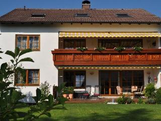 LLAG Luxury Vacation Apartment in Gauting - 1292 sqft, quiet, completely and valuably furnished, WiFi… - Kirchheim b.München vacation rentals