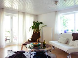 Vacation Apartment in Tübingen - 840 sqft, exquisite furnishings, great location, green surroundings… - Tübingen vacation rentals