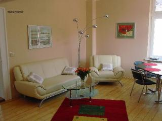 Vacation Apartment in Bad Nauheim - 700 sqft, beautiful historic building, wireless internet, washing… - Bad Nauheim vacation rentals