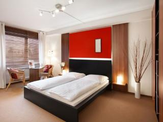 Vacation Apartment in Munich - 290 sqft, hotel service, great location, modern furnishings (# 842) - Bavaria vacation rentals
