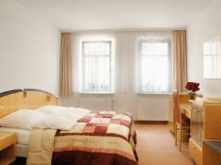 LLAG Luxury Vacation Apartment in Nuremberg - nice, modern, clean (# 653) - Zirndorf vacation rentals