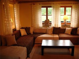 LLAG Luxury Vacation Home in Huglfing - 2368 sqft, stylish, lovely, peaceful (# 1352) - Bad Heilbrunn vacation rentals