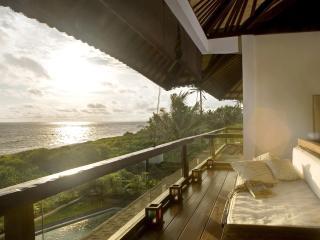 The Shore Villa. Beachfront, Breathtaking Sunsets. - Bali vacation rentals