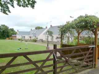 Child Friendly Holiday Cottage - 5 Tudor Lodge Cottages, Jameston - Jameston vacation rentals