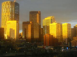 EXQUISITE DOWNTOWN & RIVER VIEWS FURNISHED CONDOS - Calgary vacation rentals