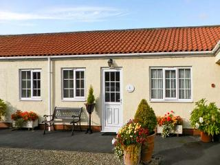 RICHMOND COTTAGE, pet friendly, country holiday cottage, with a garden in Malton, Ref 8204 - Ebberston vacation rentals