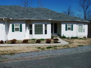 29LeriLn   Lake Coronado   House Sleeps 12 - Hot Springs Village vacation rentals