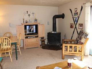 DVW306I Affordable Condo w/ Fireplace, King Bed, Clubhouse - Dillon vacation rentals