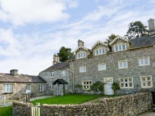MEATHOP HALL, pet friendly, character holiday cottage, with a garden in Meathop, Ref 8427 - Cartmel vacation rentals