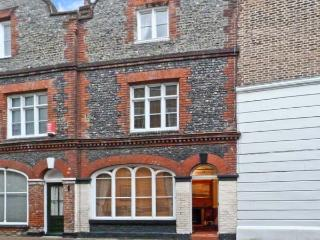 19 KING STREET, pet friendly, with a garden in Margate, Ref 10013 - Margate vacation rentals