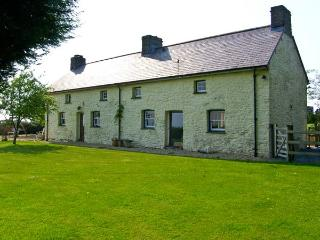 PENLLWYN COTTAGE, pet friendly, luxury holiday cottage, with a garden in Pembrey, Ref 7434 - Pembrey vacation rentals