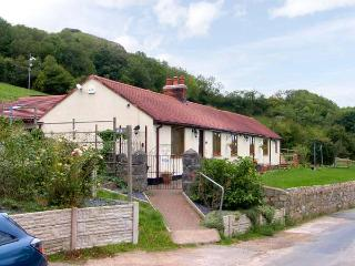 BRON BERLLAN UCHAF, family friendly, country holiday cottage, with a garden in Dyserth, Ref 10361 - Rhyd-y-foel vacation rentals