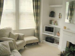 Metropolitan Retreat, 3 Bedroom London Apartment - London vacation rentals