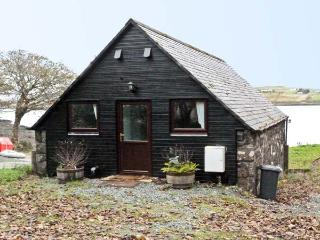 GRESHORNISH BOATHOUSE, pet friendly, country holiday cottage in Dunvegan, Isle Of Skye, Ref 9279 - The Hebrides vacation rentals