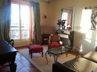 Relax with Park View Designer apt near Montmarte - Paris vacation rentals