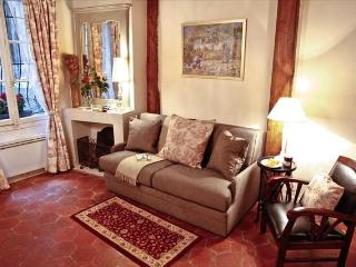Cute Medieval Rental in Central Paris with Wifi - Paris vacation rentals