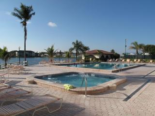 Cinnamon Cove in Fort Myers, 2BR/2BA Condo - Fort Myers vacation rentals