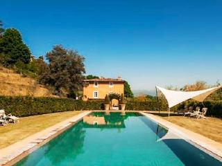 La Flora- exquisite countryside views, infinity pool & pristine gardens - Lucca vacation rentals