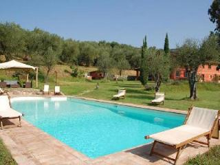 Villa Al Valentino offers a fantastic swimming pool, steam room and jetted tub - Lucca vacation rentals