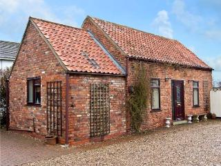 SOUTH HIGHFIELD BARN, romantic, country holiday cottage, with a garden in Market Rasen, Ref 5104 - Kenwick vacation rentals