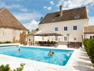 Villa Delphinus holiday vacation luxury villa rental france burgundy bourgogne saunieres, holiday vacation luxury villa to rent  - Clugnat vacation rentals