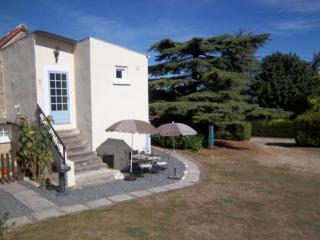 Les Tournesols 2 bedroom gite in 18th C farmhouse - Ingrandes vacation rentals
