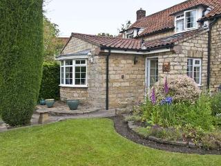 22 BECKSIDE, family friendly, character holiday cottage, with a garden in Nettleham, Ref 8973 - Lincoln vacation rentals