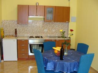 1 bedroom apartment near old town Trogir-sleep 4 - Trogir vacation rentals