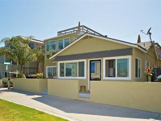 #3678 - BEACHFRONT COTTAGE W/ PRIVATE PATIO - Mission Beach vacation rentals