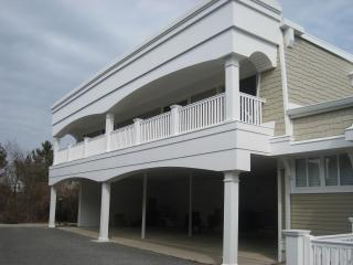 2 BR condo with pool 1 block from beach! - Cape May vacation rentals