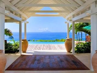 Sumptuous La Fleur de Mer offers pool, home theater and spacious  gym - Colombier vacation rentals