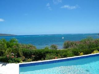 Solitude House - Secluded getaway with breathtaking views, pool & beach nearby - East End vacation rentals